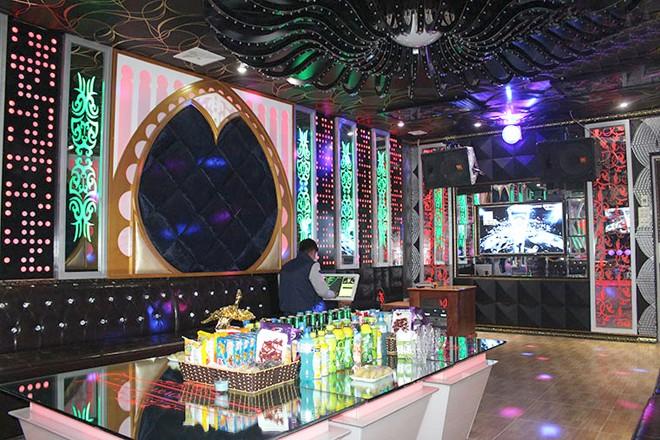 Một phòng hát tại karaoke Long Quy được trang bị âm thanh, ánh sáng hiện đại