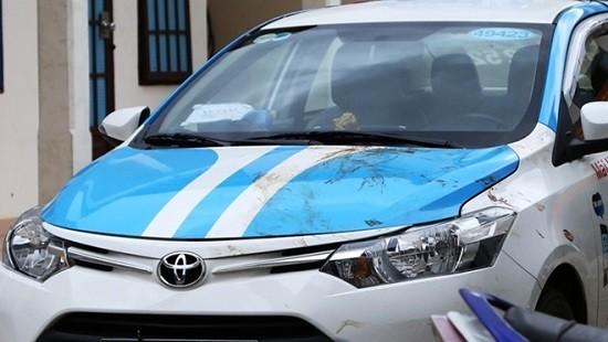 Chiếc taxi dính máu nạn nhân