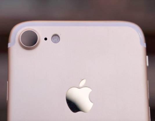 Một hình ảnh được cho là giống iPhone 7 trong thực tế đang lan truyền trên mạng