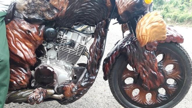 """Độc đáo xe mô tô """"chế"""" bằng gốc cây khiến dân chơi """"thèm khát"""" ảnh 3"""