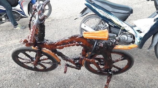 """Độc đáo xe mô tô """"chế"""" bằng gốc cây khiến dân chơi """"thèm khát"""" ảnh 5"""