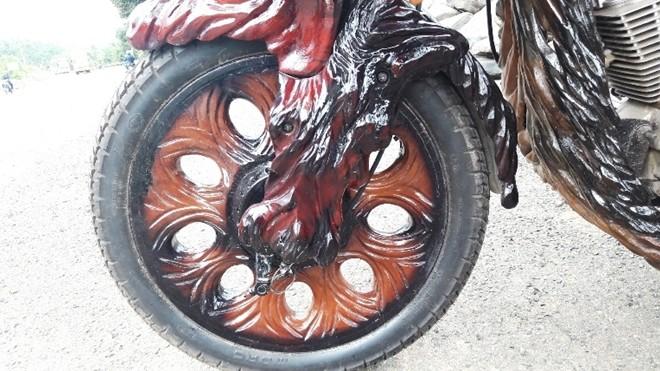 """Độc đáo xe mô tô """"chế"""" bằng gốc cây khiến dân chơi """"thèm khát"""" ảnh 9"""