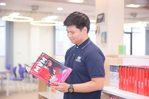 Quãng thời gian Vũ tham gia viết báo cho ấn phẩm MVM - Tạp chí song ngữ của học sinh Vinschool đã giúp Vũ nâng cao kỹ năng viết luận bằng tiếng Anh
