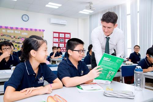 Môi trường tiếng Anh cởi mở với nhiều hoạt động trong giờ chính khoá cũng như ngoại khoá là điều kiện để tạo niềm yêu thích tiếng Anh dành cho các bạn học sinh