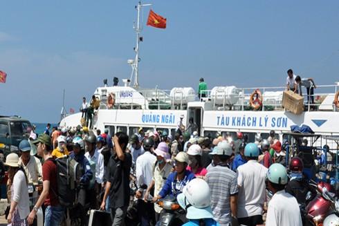 Biển động, dừng tuyến vận tải từ đảo Lý Sơn với đất liền