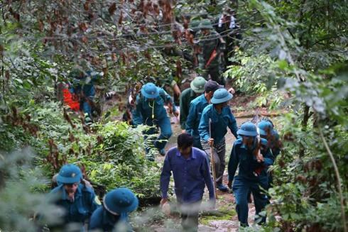Lực lượng tìm kiếm triển khai công tác cứu hộ, cứu nạn tại hiện trường máy bay rơi