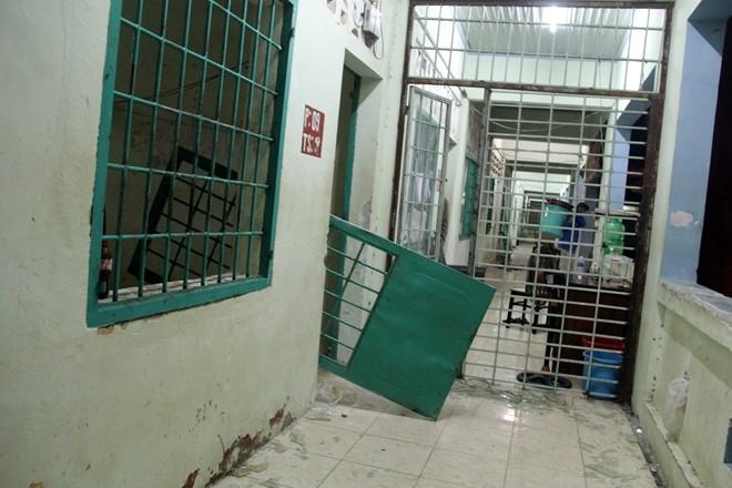 Học viên cai nghiện phá cửa phòng để trốn thoát