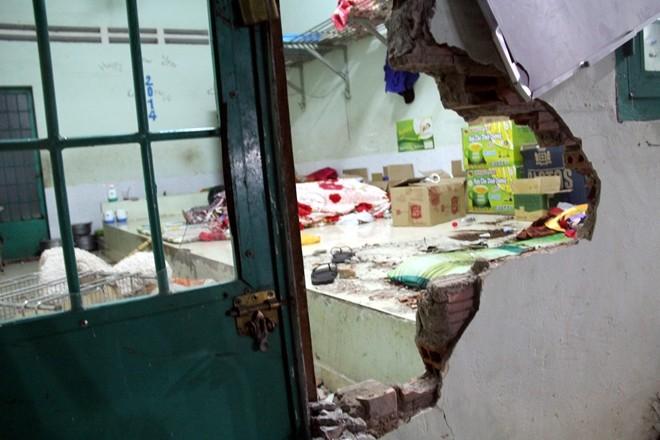 Vách tường phòng bị học viên cai nghiện đập phá để thoát ra ngoài