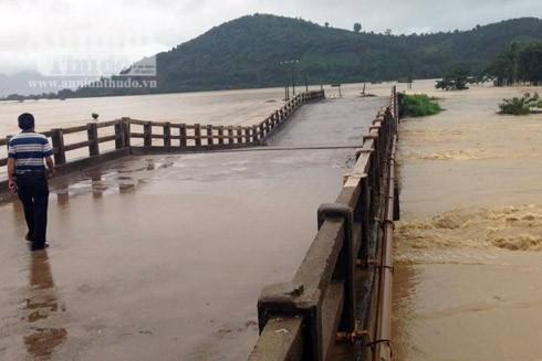 Cầu chữ V, xã Khuê Ngọc Điền, huyện Krông Bông, nơi xảy ra vụ lật ca nô. (Ảnh người dân cung cấp)