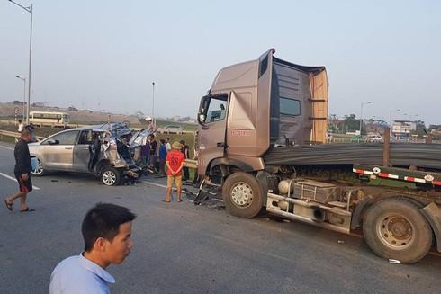 Hiện trường xảy ra vụ tai nạn giao thông nghiêm trọng