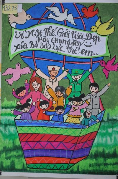 """Giải Nhất là tác phẩm """"Xóa bỏ bạo lực trẻ em trên thế giới"""" của tác giả Lê Thị Huyền, sinh năm 1999, đến từ Hải Phòng. Qua bức tranh em muốn truyền tải thông điệp rằng bạo lực trẻ em là hành vi rất xấu đối với đời sống và xã hội hiện nay, nên chúng ta hãy cùng nhau đứng lên xoá bỏ bạo lực trẻ em để cho trái đất của chúng ta tươi xanh và đẹp hơn"""