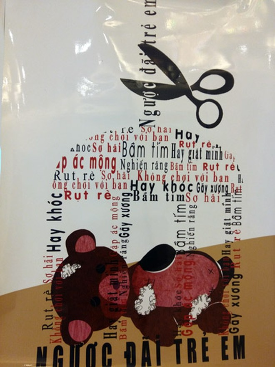 """Tác phẩm """"Chiếc lồng của sự sợ hãi"""" của tác giả Nguyễn Ngọc Hân với thông điệp: Hãy ngừng sự ngược đãi với trẻ em. Đừng giam cầm trẻ em trong sự bạo hành và chèn ép bởi những thứ đó như chiếc lồng tàng hình, vô tình tước đoạt sự tự do của trẻ em"""