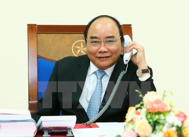 Thủ tướng Nguyễn Xuân Phúc điện đàm với Tổng thống đắc cử Hoa Kỳ Donald Trump. (Ảnh: Thống Nhất/TTXVN)