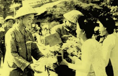 Chùm ảnh khó quên về Hà Nội mùa đông năm 1946 (3): Hà Nội hát khúc ca khải hoàn ảnh 15