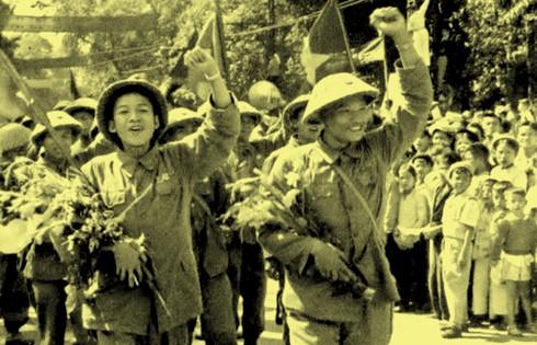 Chùm ảnh khó quên về Hà Nội mùa đông năm 1946 (3): Hà Nội hát khúc ca khải hoàn ảnh 14