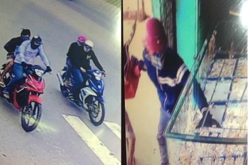 4 nghi can đi trên 2 mô tô đến tiệm vàng Kim Phụng (Ảnh cắt từ clip)