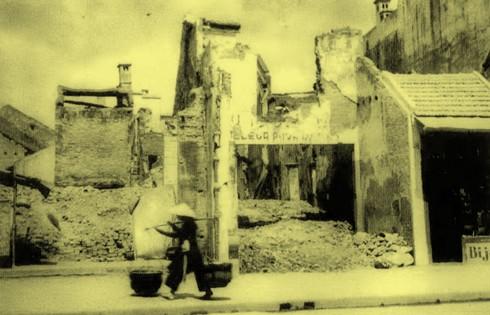 Chùm ảnh khó quên về Hà Nội mùa đông 1946 (4): Phố phường Hà Nội những năm kháng chiến ảnh 9