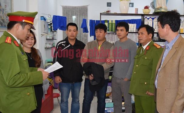 Công an tỉnh Thừa Thiên- Huế đọc lệnh khám xét nơi ở của đối tượng Nguyễn Hoàng Tâm
