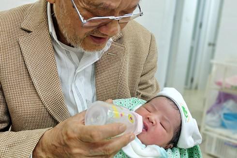 Nhật ký 72 giờ đầu tiên của em bé sơ sinh thế hệ 2016 ảnh 12