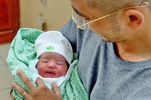 Nhật ký 72 giờ đầu tiên của em bé sơ sinh thế hệ 2016 ảnh 9