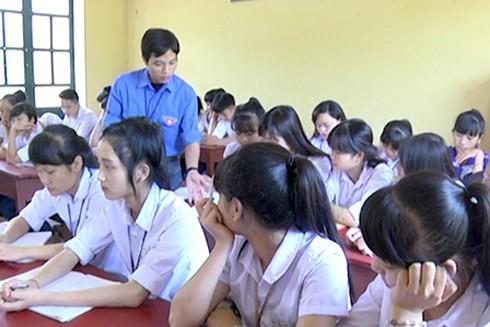 Giờ lên lớp môn Lịch sử của thầy giáo Lê Văn Cường (Ảnh: Báo Yên Bái)