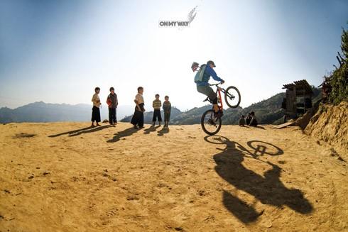 """Việt Nam """"đẹp lạ"""" trong mắt chàng rider số 1 của bộ môn thể thao Trial Bike"""