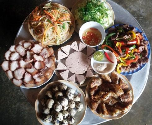 Mâm cỗ cúng tổ tiên của người dân xã Thịnh Thành, huyện Yên Thành, Nghệ An