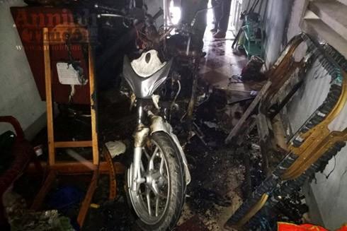 Mới mua 20 ngày, xe SH đang dựng trong nhà đùng đùng bốc cháy