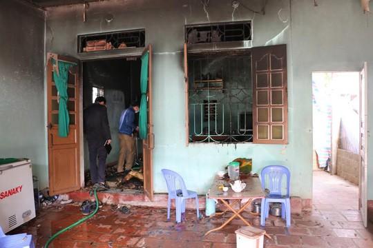Hiện trường ngôi nhà nơi người dân phát hiện 2 bố con chết cháy