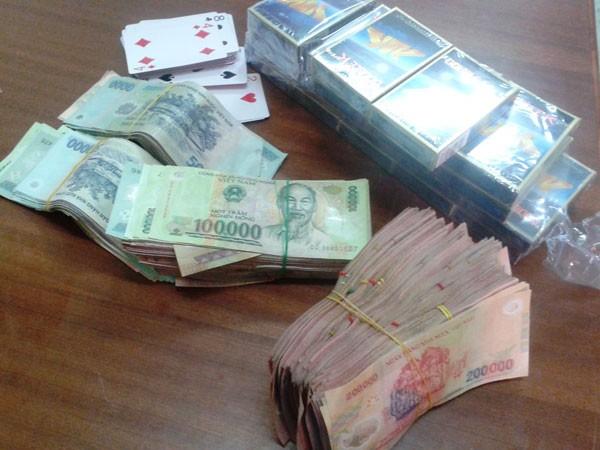 Số tiền mà lực lượng công an thu giữ được tại chiếu bạc