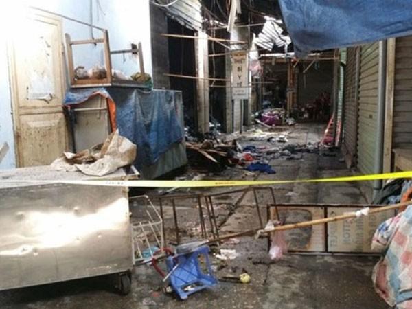 Hàng xóm phá cửa xếp hàng bánh mì bị cháy, cứu thoát được 3 người ảnh 1