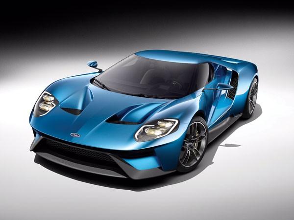 """Ford GT hoàn toàn mới là chiếc xe đầu tiên trên thế giới được trang bị kính chắn gió Corning Gorilla Glass. Đây là công nghệ kính""""lai"""" (hybrid) thế hệ mới đột phá với khối lượng siêu nhẹ, giảm trọng lượng xe tới hơn 12 pound, giúp xe tăng tốc tốt hơn, tiết kiệm nhiên liệu và hiệu quả phanh"""