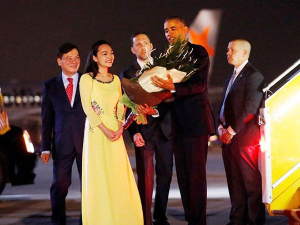 """Nữ sinh Trần Mỹ Linh: """"Tớ nói thật là tay ngài Barack Obama ấm lắm"""" ảnh 1"""