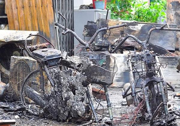 4 người trong gia đình chết cháy lúc rạng sáng