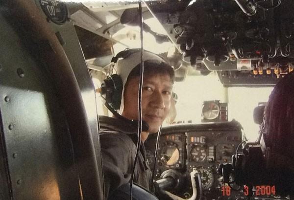 Đại tá Nguyễn Anh Sơn - nguyên Chủ nhiệm bay Lữ đoàn 918 trong chuyến bay biển ngày 18/3/2004. Ảnh tư liệu