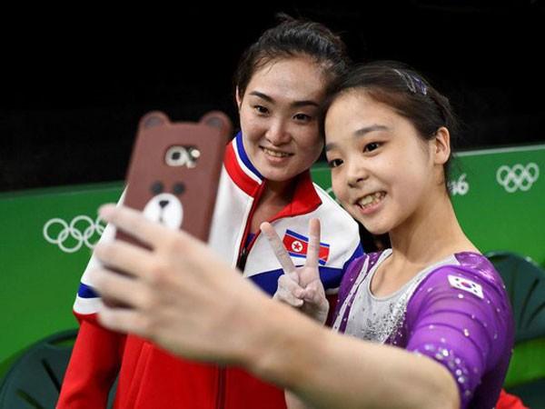"""Tấm hình """"tự sướng"""" có thể sẽ mang họa đến cho VĐV Triều Tiên Hong Un Jong"""