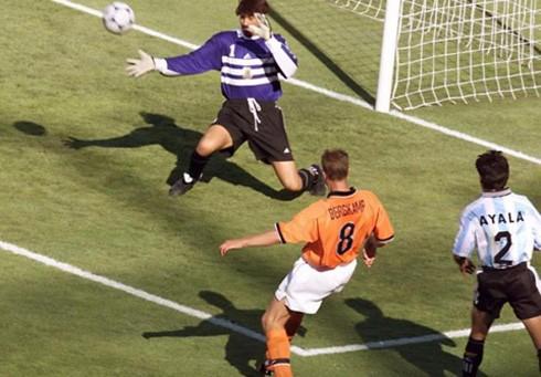 Một trong những bàn thắng để người ta phải nhớ về huyền thoại người Hà Lan