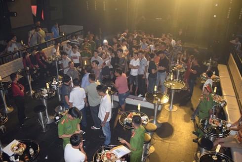 50 hành khách, nhân viên quán bar có phản ứng dương tính với ma túy. Ảnh: Trần Hồng