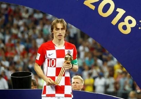 Luka Modric trên bục nhận danh hiệu: Quả bóng vàng World Cup 2018