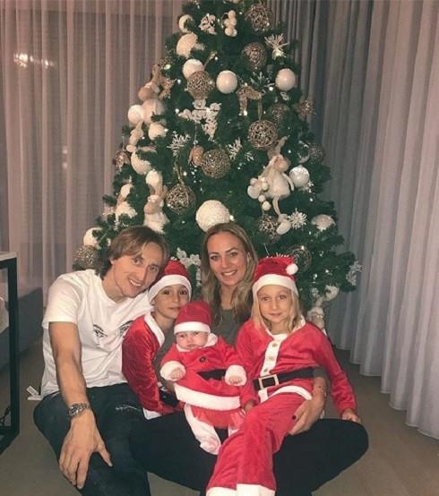Gia đình nhỏ của Luka Modric ấm áp đêm giáng sinh