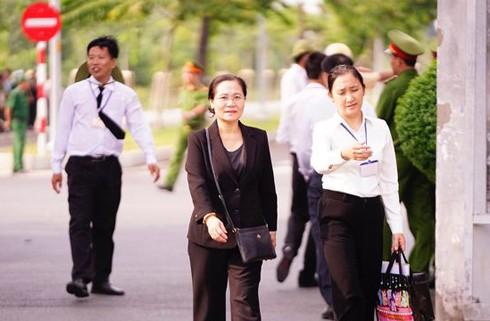 Chủ tịch HĐND TP.HCM Nguyễn Thị Lệ cũng đến Nghĩa trang TP từ rất sớm để giám sát công tác chuẩn bị cho lễ an táng.