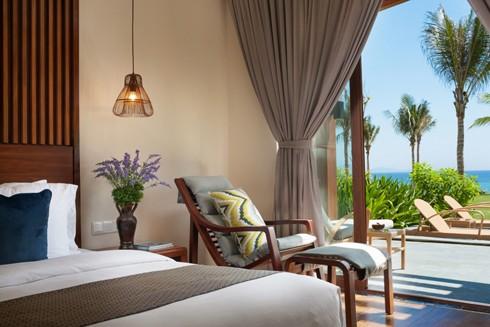 100% phòng ngủ villa Mopvenpick Resort Cam Ranh đều hướng biển và nhìn thấy biển
