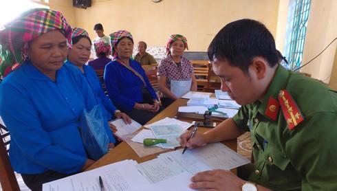 Đại uý Nguyễn Mạnh Hùng, cán bộ Đội Cảnh sát QLHC về TTXH