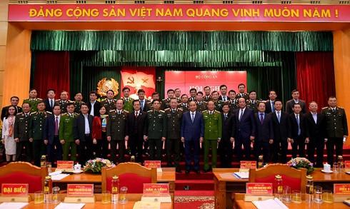 Thủ tướng Chính phủ Nguyễn Xuân Phúc; Bộ trưởng Tô Lâm cùng các đại biểu dự Hội nghị Công an toàn quốc lần thứ 75