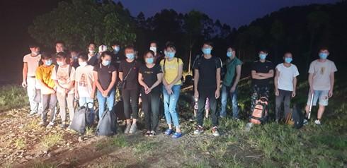 Đồn BP Bắc Sơn phát hiện bắt giữ 29 người nhập cảnh trái phép vào đêm 30-7. (Ảnh do Đồn BP Bắc Sơn cung cấp)