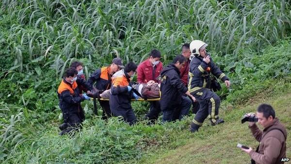 Khoảnh khắc đáng sợ khi máy bay Đài Loan chở 58 người lao xuống sông ảnh 5