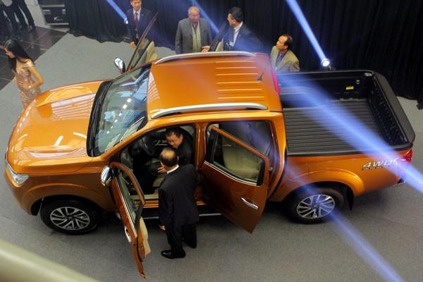 Nissan NP300 Navara ra mắt thị trường Việt Nam, giá từ 645 triệu đồng ảnh 1