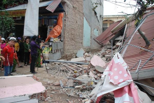 Trong tích tắc, cả ngôi nhà 3 tầng sụp đổ ảnh 1
