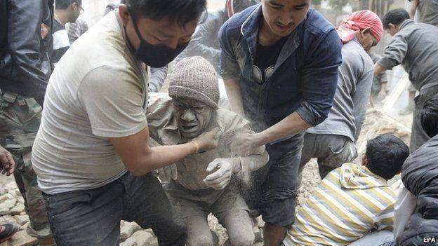 Nepal: 876 người chết trong trận động đất kinh hoàng ảnh 1