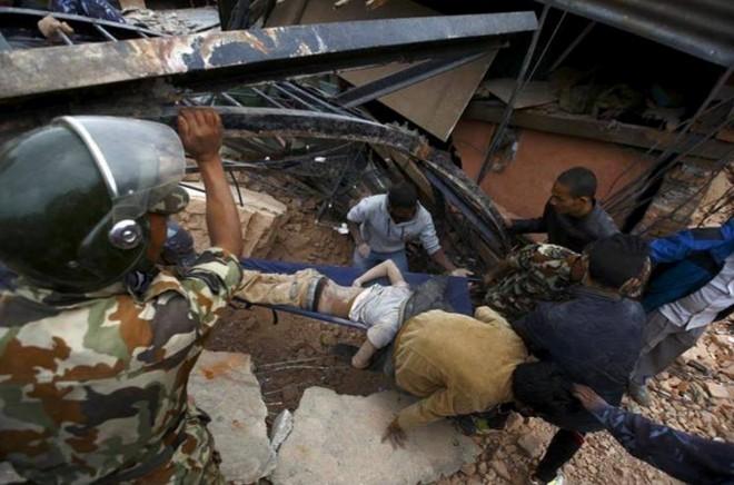 Nepal: 876 người chết trong trận động đất kinh hoàng ảnh 8